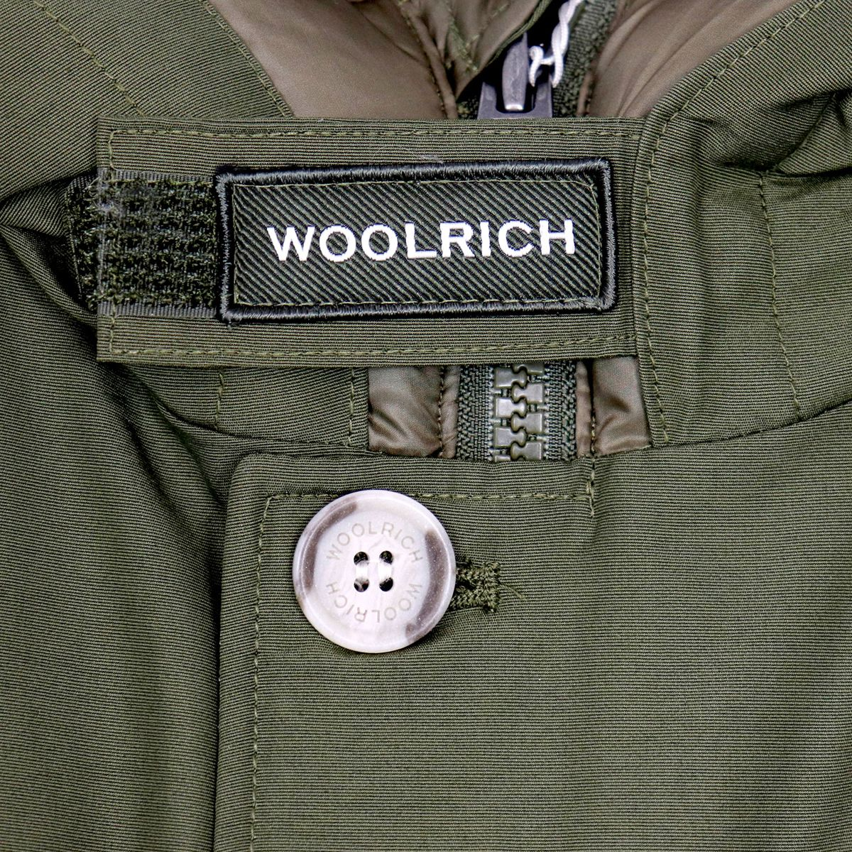 Artic parka with logo detail on the collar and contrasting buttons Green Woolrich